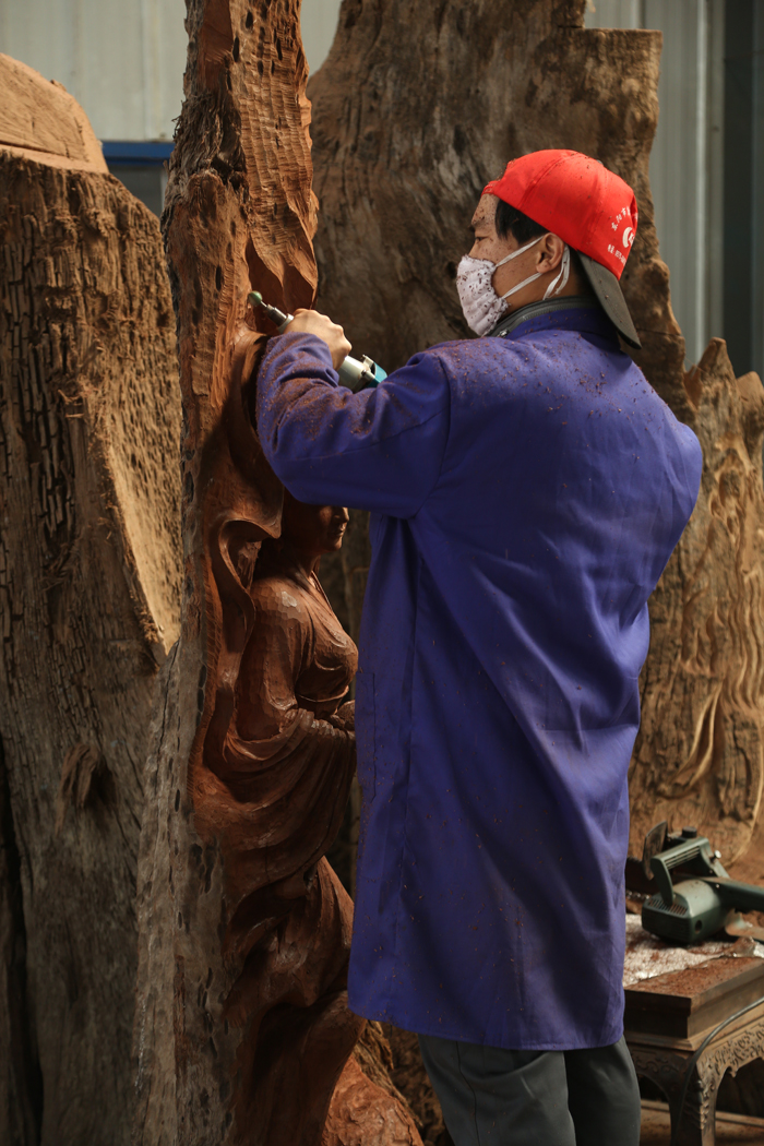 Dongxiang, woodcarving